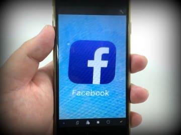 フェイスブックなどSNSを通じて接触