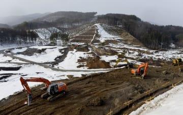 2014年2月、復旧工事中の藤沼ダム=福島県須賀川市