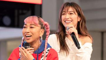 青山テルマさんのニューシングル「In This Place~2人のキズナ」のリリース記念イベントに登場した木下優樹菜さん