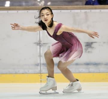 フィギュア女子 SPによる予選B組で演技する神戸野田・坂本花織=名古屋市ガイシプラザ