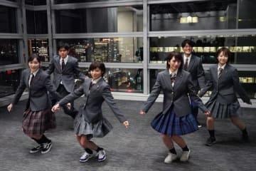 連続ドラマ「3年A組−今から皆さんは、人質です−」に登場する朝礼体操に挑戦する日本テレビアナウンサー=日本テレビ提供