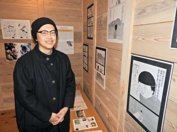 映画公開を控え、原画展を開催中の漫画家宮川サトシさん=揖斐郡池田町宮地、土川商店