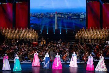 訪中の朝鮮友好芸術団、北京で第1回公演
