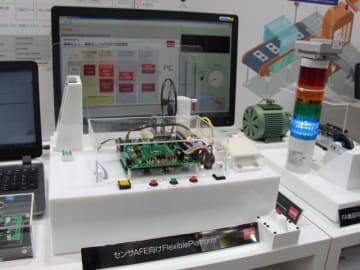 第11回[国際]カーエレクトロニクス技術展のロームブースで注目を集めたセンサAFE向けFlexiblePlatform(R)「BD40002TL」。自動運転などのシステムの最適化と開発期間の短縮に大きく貢献する。