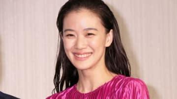 「第42回日本アカデミー賞」の優秀賞発表会見に登場した蒼井優さん