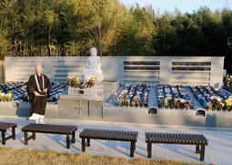鶴林寺真光院の永代供養墓。多くの人が共に眠る=加古川市加古川町北在家