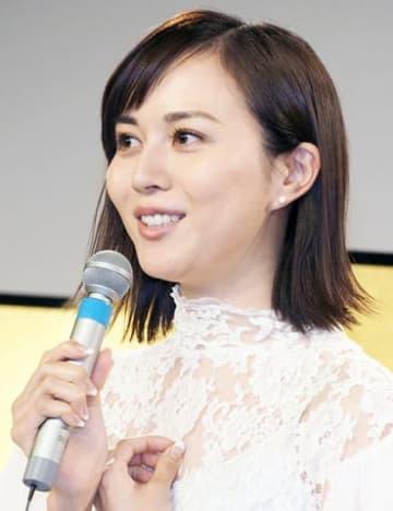 連続ドラマ「盤上のアルファ~約束の将棋~」の記者会見に出席した比嘉愛未さん