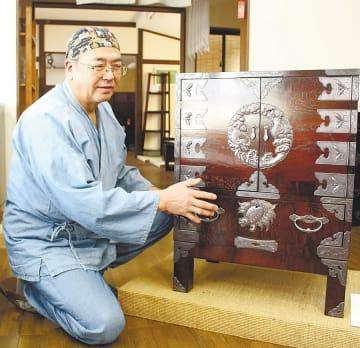 菅野好平(かんの・こうへい)1956年、八幡平市生まれ。74年から岩谷堂タンス製作所で勤務。99年、伝統工芸士に認定登録。