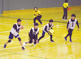 熱戦を繰り広げた春の全国小学生ドッジボール選手権北海道大会胆振地区大会