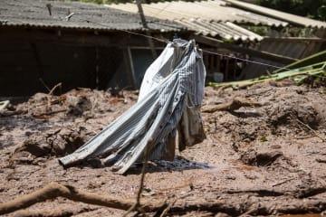 ブラジルの鉱山のダム決壊、死者58人に