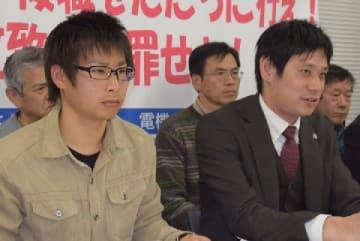 原告の男性(左)、川岸卓哉弁護士