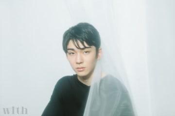 女性ファッション誌「with」の3月号に掲載された市川染五郎さんのビジュアル