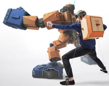 ニンテンドーラボのロボットキットのイメージ。工作した装置を背負って動かせば、テレビ画面に映るロボット(奥)を操作できる