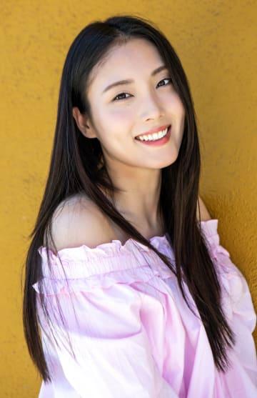 ロサンゼルスを拠点とするモデル・女優の川和美輝さんは、「思っていればかなえられる」と信じ、自分自身を超えるために活動し続けている