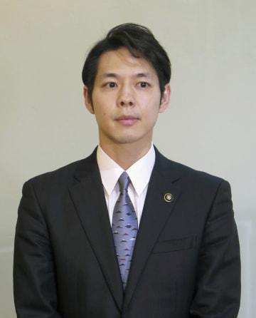 北海道知事選への立候補を明らかにした鈴木直道夕張市長=29日午前、札幌市