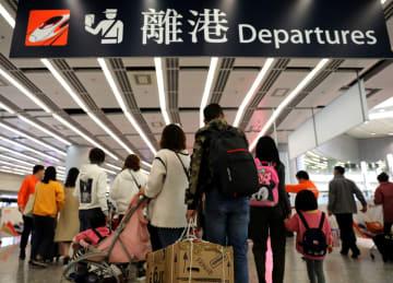 ネット予約客を特別な色で案内 香港西九竜駅