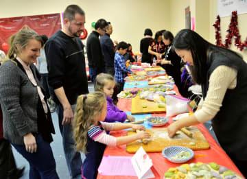 中国文化に触れる「餃子パーティー」開催 米シカゴ