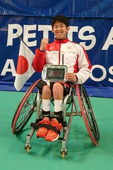 車いすテニスのジュニアマスターズで準優勝した清水克起選手(提供写真)