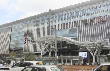 JR九州が拡張を計画する博多駅の駅ビル「JR博多シティ」=29日、福岡市博多区
