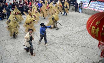 湖北省と湖南省の少数民族、伝統の民俗舞踊で新春を迎える