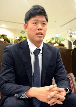 「将来は沢村賞を取りたい」と抱負を語る上茶谷投手(京都市南区)