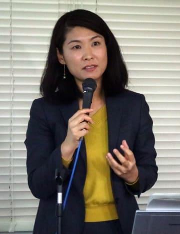 核情勢について講演する中村准教授=長崎市桜町、県勤労福祉会館