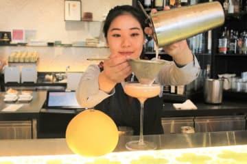 「アンティ・ドート」では、ブンタンや小夏を中心とした高知県産かんきつ類を使ったカクテルなどを2月2日まで提供する=28日、シンガポール中心部(NNA撮影)