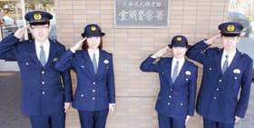 室蘭署に着任した新任警官の(左から)秦、青沼、増田、今野の各巡査