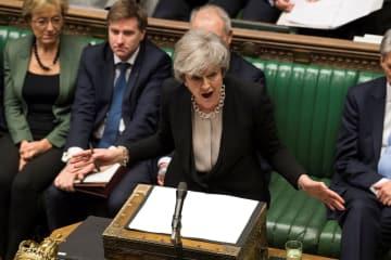 29日、EU離脱方針を巡る英下院での審議で発言するメイ首相=ロンドン(ロイター=共同)