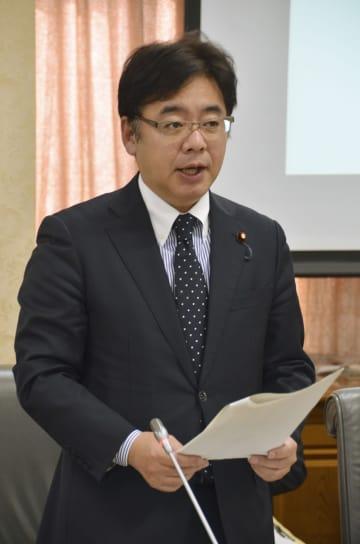 全国財務局長会議で麻生財務相のあいさつを代読する上野賢一郎財務副大臣=30日午前、財務省
