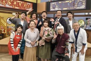 「大阪ほんわかテレビ」の最後の収録に臨んだ今月31日に芸能界から引退する元「NMB48」の須藤凜々花さん(前列中央)=読売テレビ提供