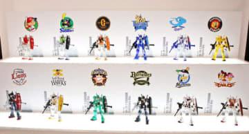 「ガンダム40周年コラボレーション商品発表会」でお披露目された「HG 1/144 RX-78-2 ガンダム 12球団バージョン」