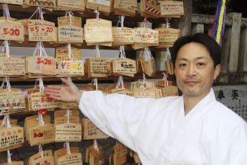 大野神社の禰宜の大宮聡さん=1月29日、滋賀県栗東市