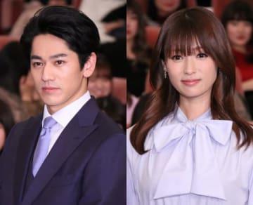 永山絢斗さん(左)と深田恭子さん