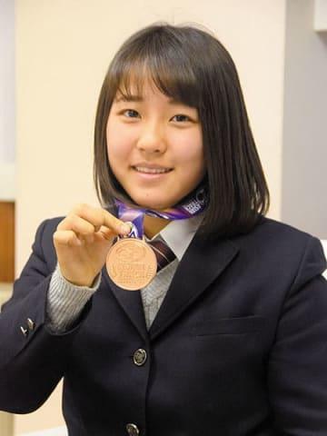 自転車のアジア選手権大会女子ジュニアスプリントで銅メダルを獲得した飯田風音選手=川越市の県立川越工業高校