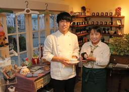 「テ ジャルダン」の高橋勇貴さん(左)と母親の美恵さん=高砂市高砂町朝日町1
