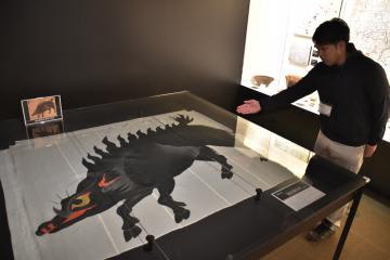 常設展示が始まった猪絵旗指物のレプリカ=桜川市の真壁伝承館歴史資料館