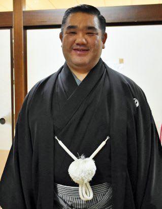 初場所で審判の務めを終えた後、取材に応じた西岩親方=東京・両国国技館