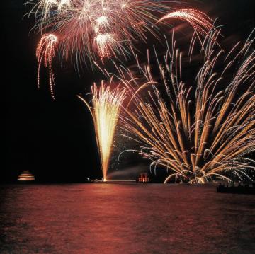 芦ノ湖冬景色花火大会&箱根神社「節分祭」揚げたてわかさぎフライ等が無料で!