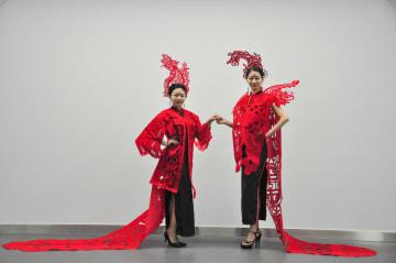 切り絵ファッションで新春を迎える 山東省聊城市