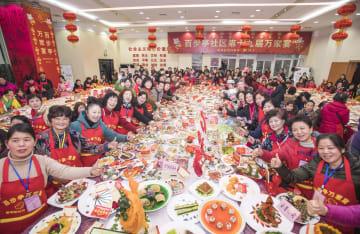 「万家宴」で新年を迎える 湖北省武漢市