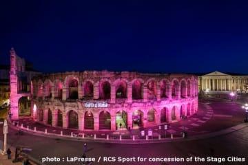 第21ステージのヴェローナは観光名所のアレーナがバラ色にライトアップされた