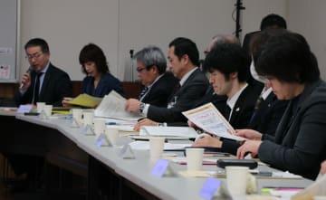総合相談の現状について報告があった協議会=長崎市興善町、市立図書館新興善メモリアルホール