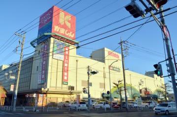 かましんが建て替えを計画しているカルナ駅東店=宇都宮市