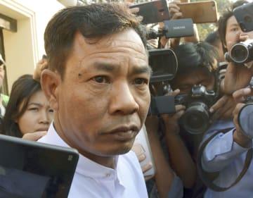 ミャンマーのヤンゴンにある刑務所から出所したモー・ヤン・ナインさん=1日(共同)