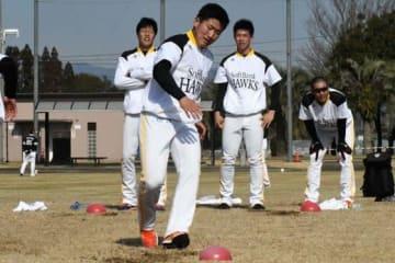 若手中心のB組でキャンプインしたソフトバンクのドラフト3位・野村大樹【写真:藤浦一都】