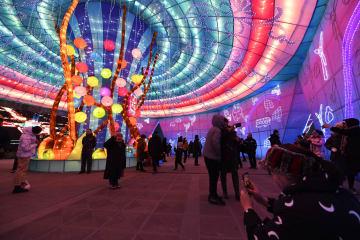 輝くランタンで新年を迎える 山西省大同市