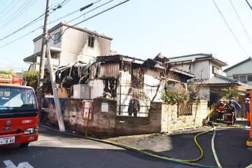 1人が死亡した住宅火災の現場=1日午後1時ごろ、草加市瀬崎6丁目