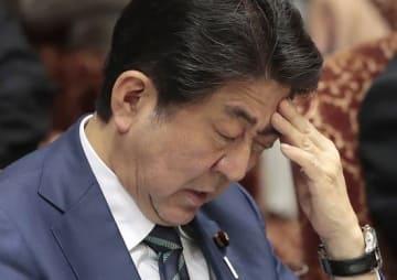 安倍晋三首相(日刊現代/アフロ)