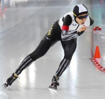 女子3000メートル 滑走する高木美帆=ハーマル(共同)
